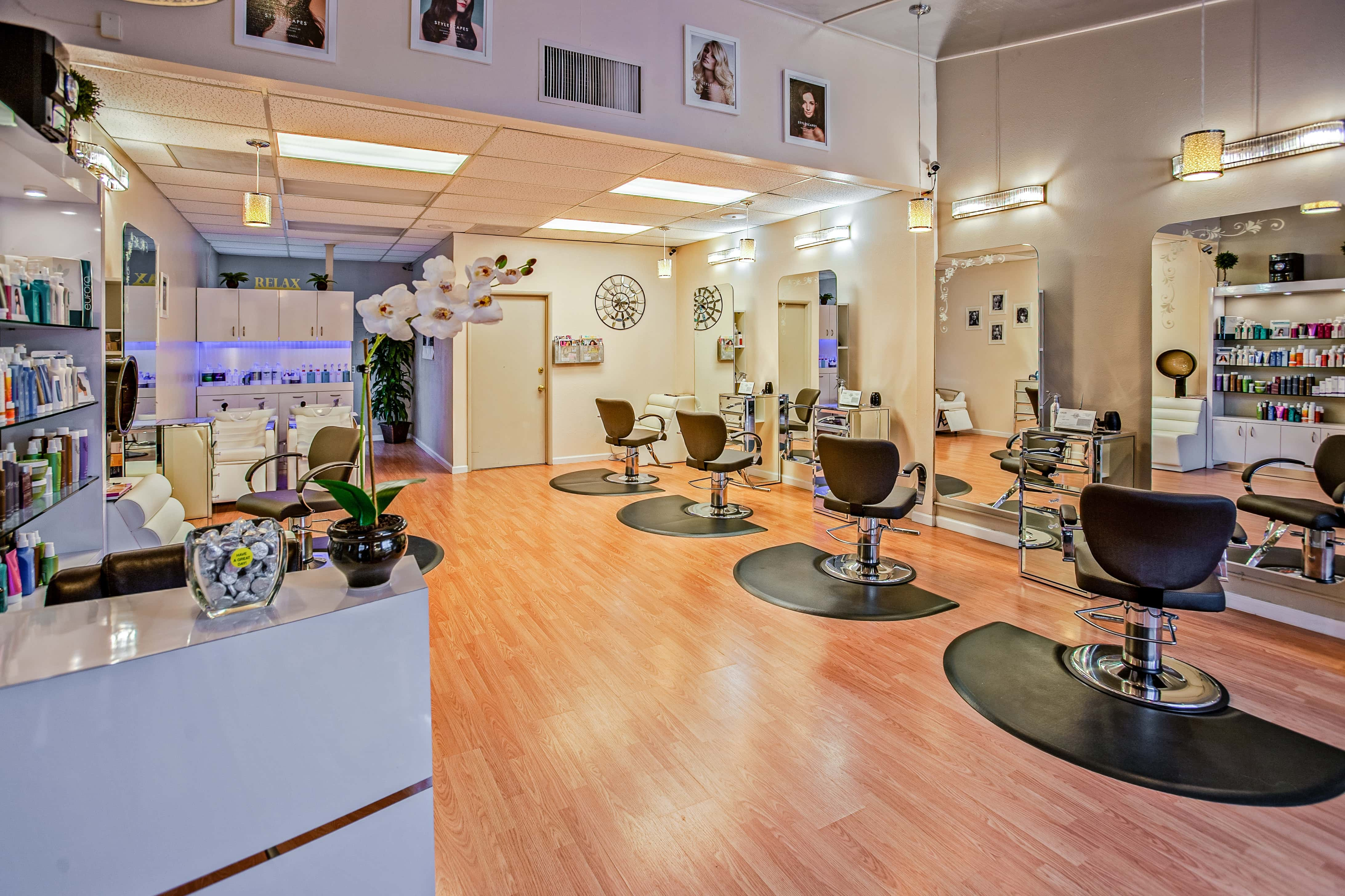 blow-dry-bar-del-mar-chairs-counter-853427-min