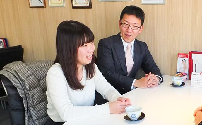 婚活を振り返ってお話しされる遠藤さんと奥様。