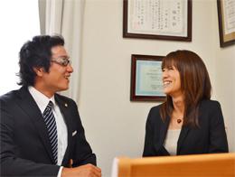 当時の思い出話をしている間も 終始笑顔の川崎さんご夫妻。取材中も ずっとアットホームな雰囲気でした。