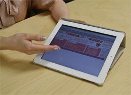 パーティーの告知についてiPadで説明してもらいました。最新のデジタル機器も取り入れて、集客に役立てています。