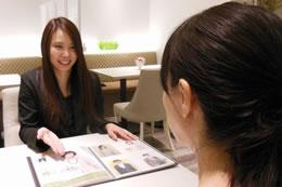 メインカウンセラーの秋山さん(奥様)たくさんの成婚者を出されています。