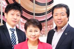 武市ご夫婦とインタビュアーの森(左)九州の結婚相談所を一緒に盛り上げていきましょう!