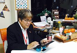 結婚相談所を始めたきっかけとして、開業時のリスクが低かったことを話す岡崎さん。