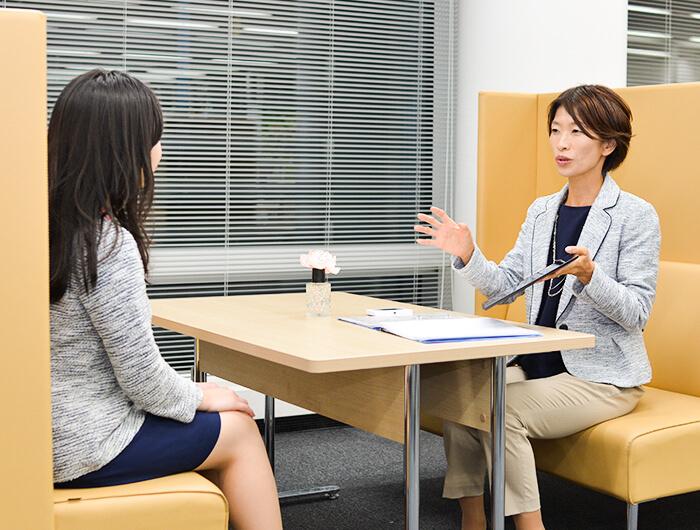「チームでのお仕事を大切にしたいと話す」田中さん。